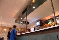 Гостиница Крестовский остров Санкт-Петербург. Кафе бар Трое в лодке