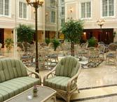 Гостиница Эмеральд Санкт-Петербург. Кафе Версаль